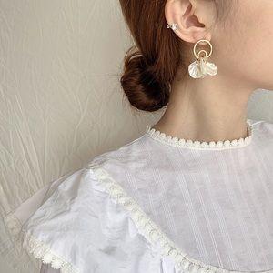 18k Matte Gold Shell Petal Eardrop Dangle Earrings